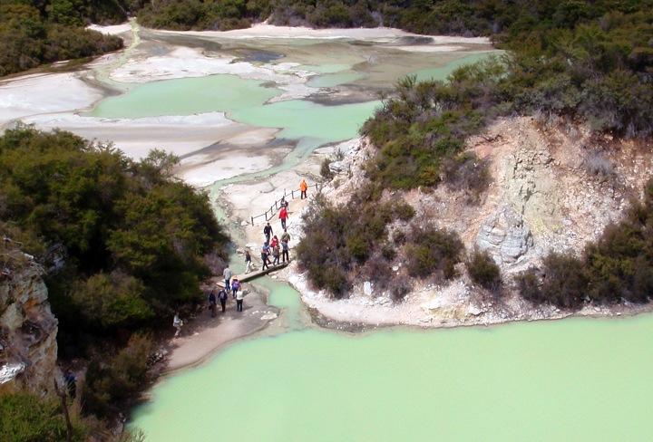 Wai O Tapu lake