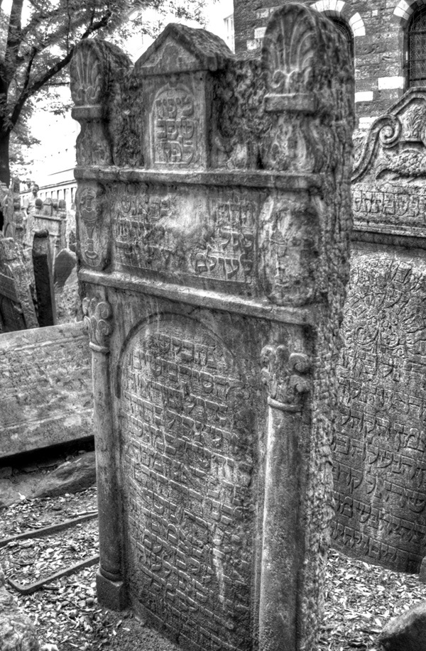 The Prague Jewish Cemetery – On the Luce travel blog
