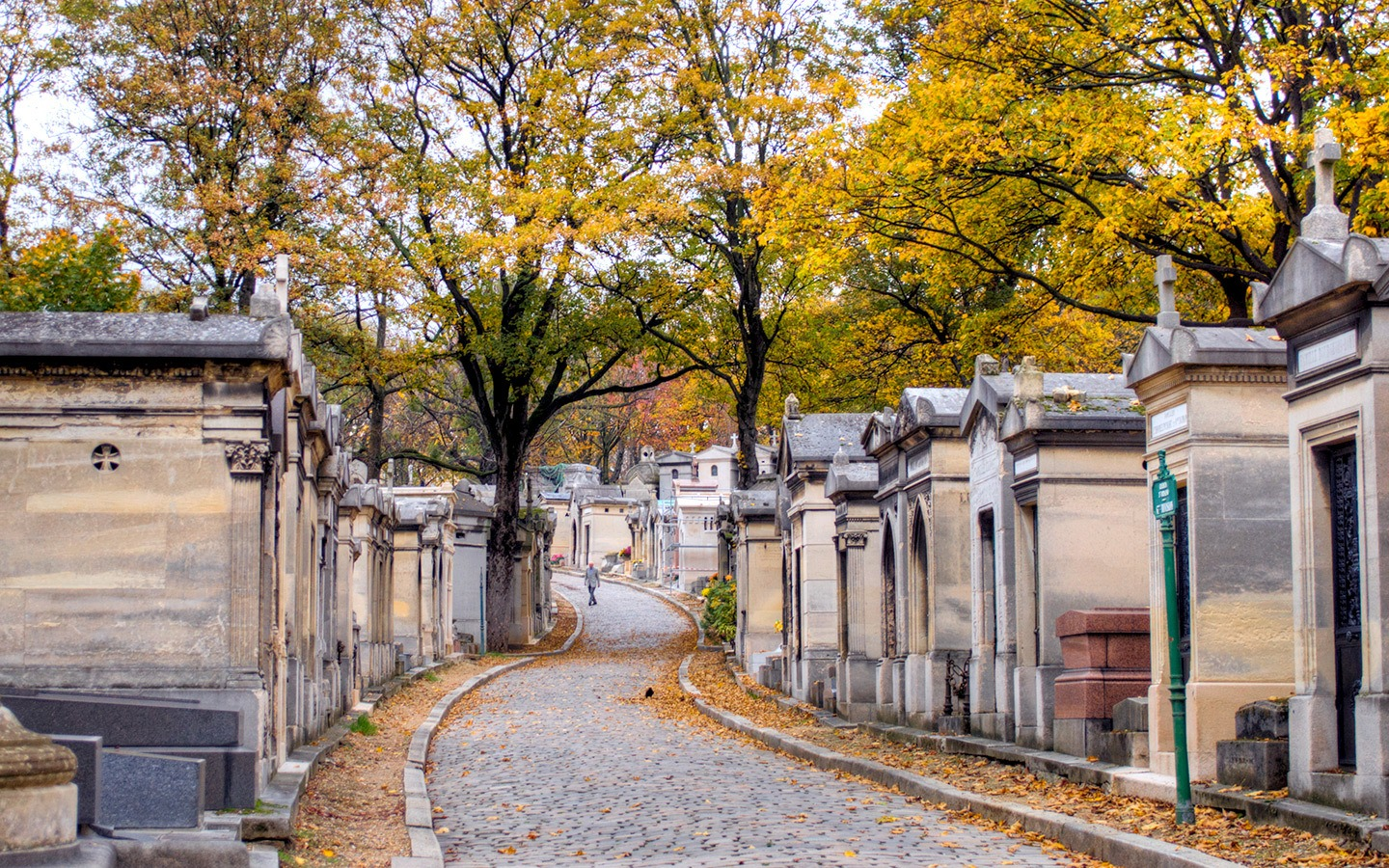 Paris in autumn – colourful leaves in Père-Lachaise cemetery