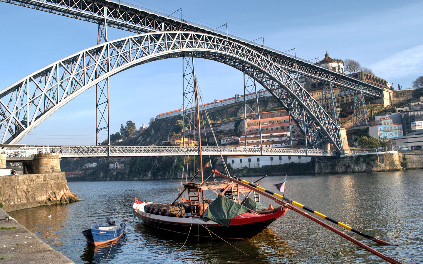 The Dom Luís I bridge in Porto, Portugal