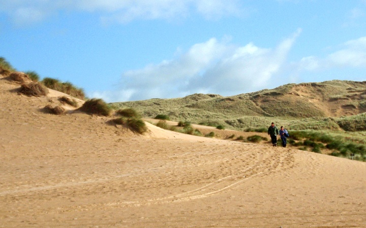Beachsweeping the Cornish coast as a conservation volunteer
