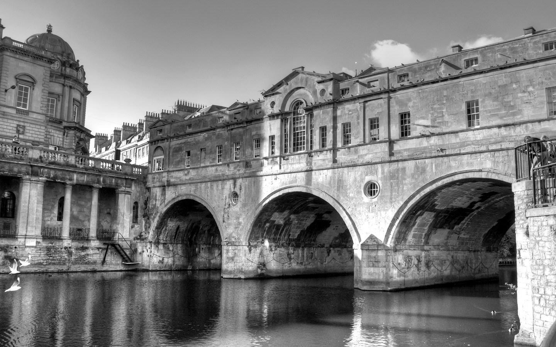 Pulteney Bridge in Bath, England