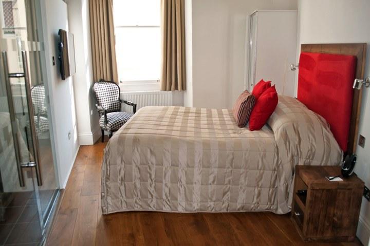 Bedroom at the Berkeley Suites, Bristol