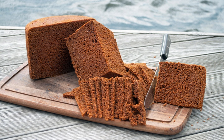 Discovering Icelandic specialty Thunder Bread or Rúgbrauð – a sweet rye bread that's cooked underground using geothermal power in Iceland (just watch out for the thunder!).