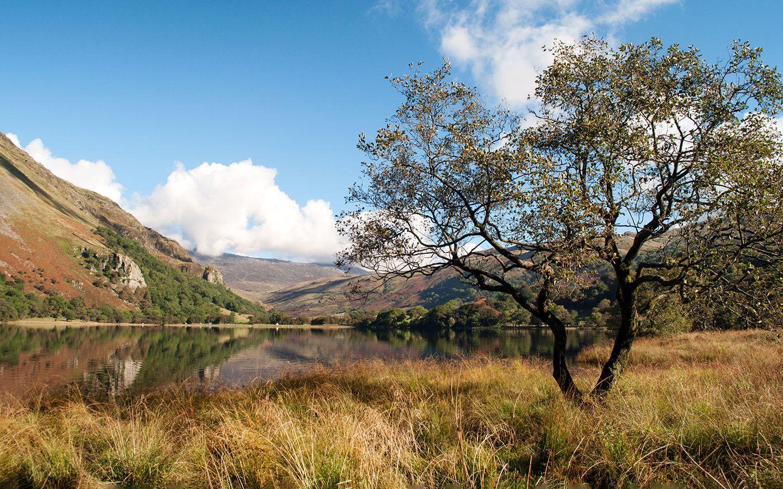 Views of Llyn Gwynant lake in Snowdonia