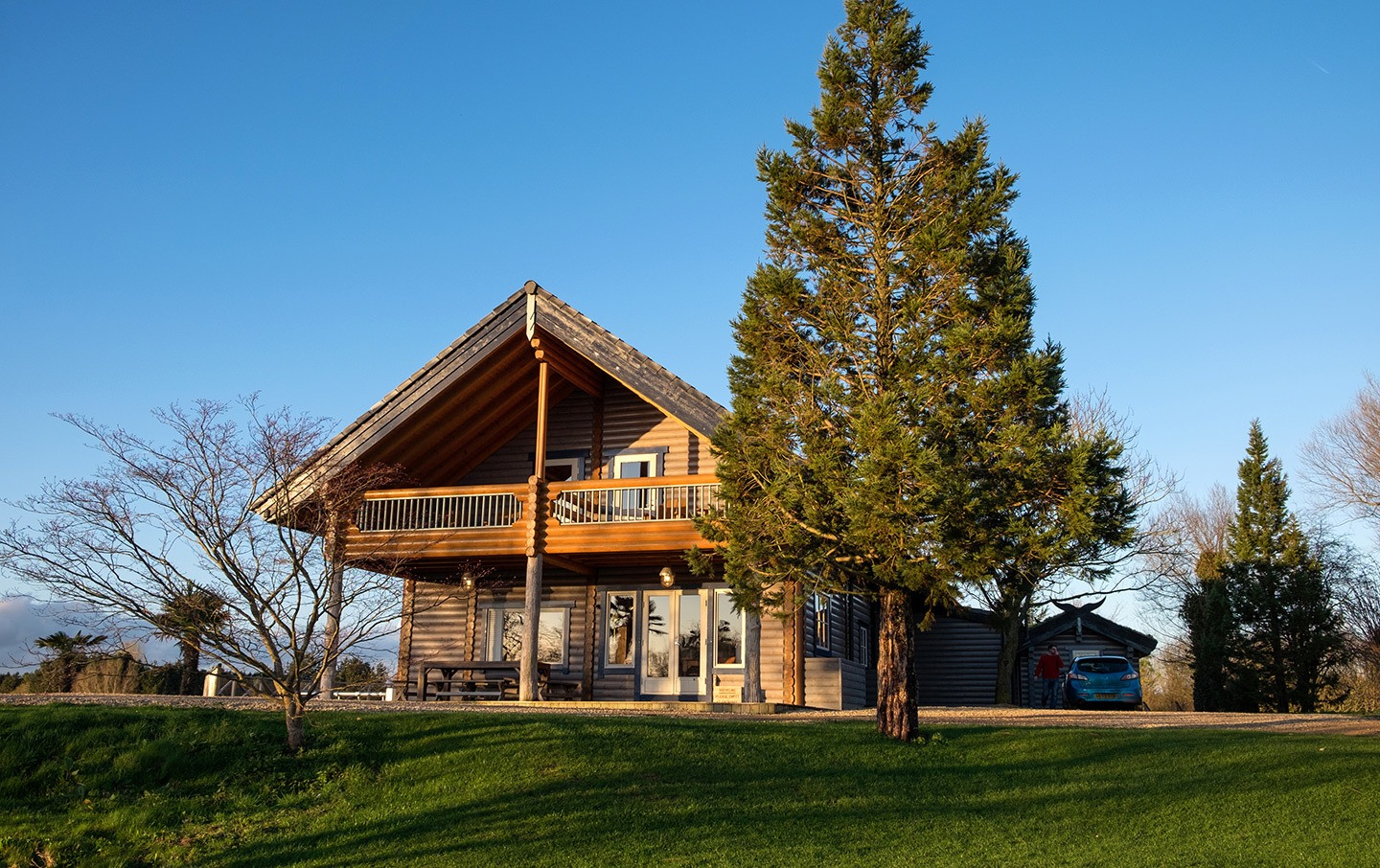 A sustainable travel stay at Log House Holidays in the Cotswolds