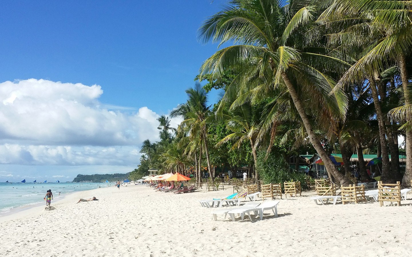 Beach in Borocay in the Phillipines before sustainable tourism measures to reduce pollution