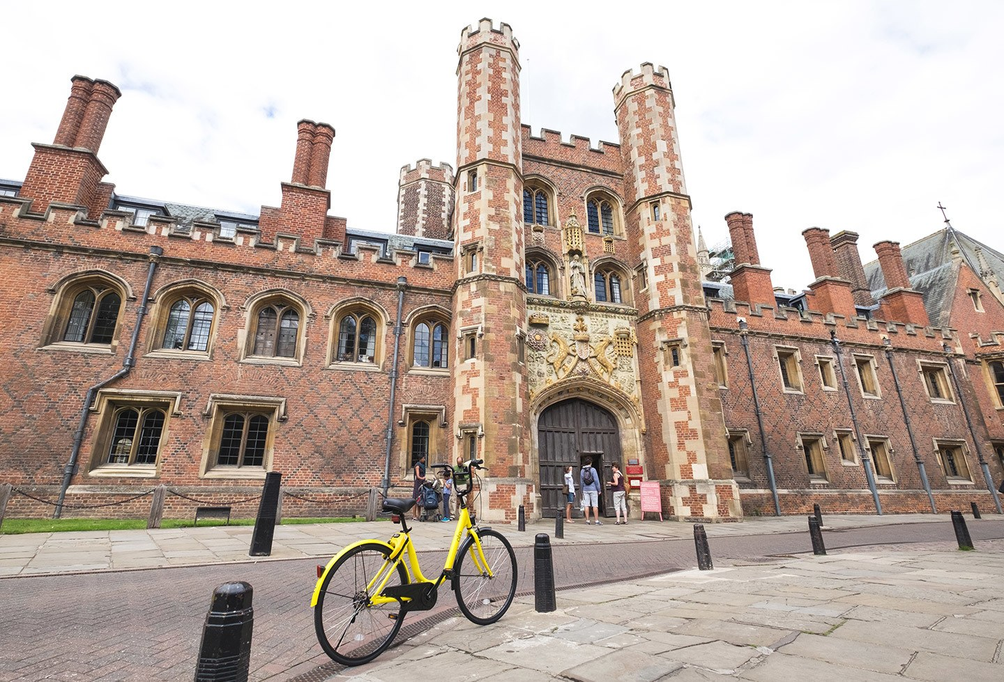Cycing among the colleges in Cambridge