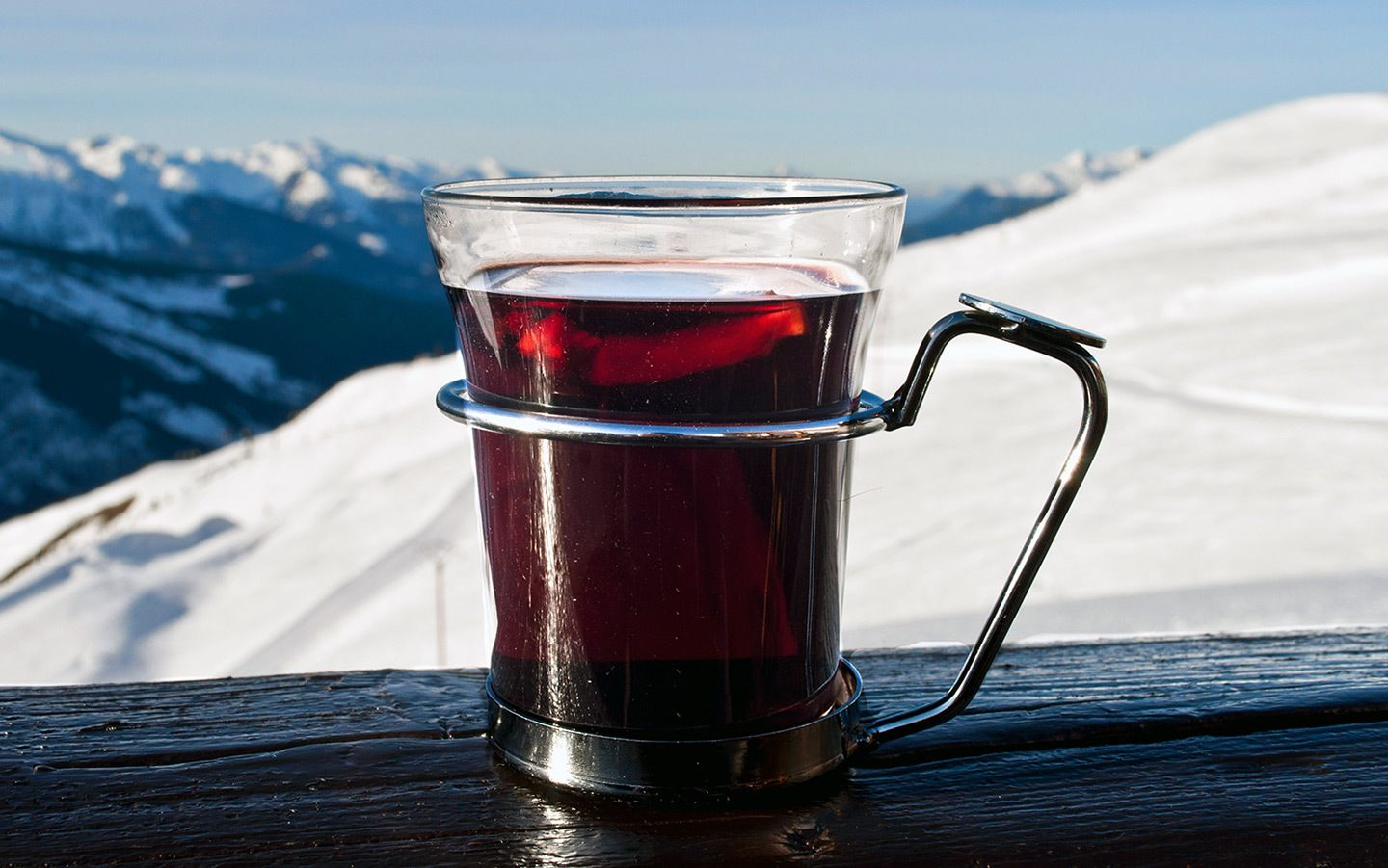 Vin chaud on the ski slopes