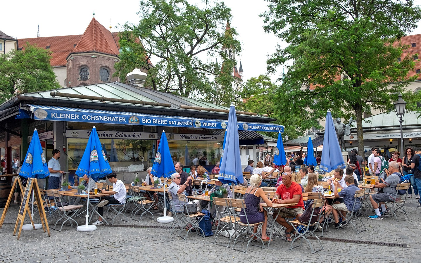 The Viktualienmarkt outdoor food market and beer garden