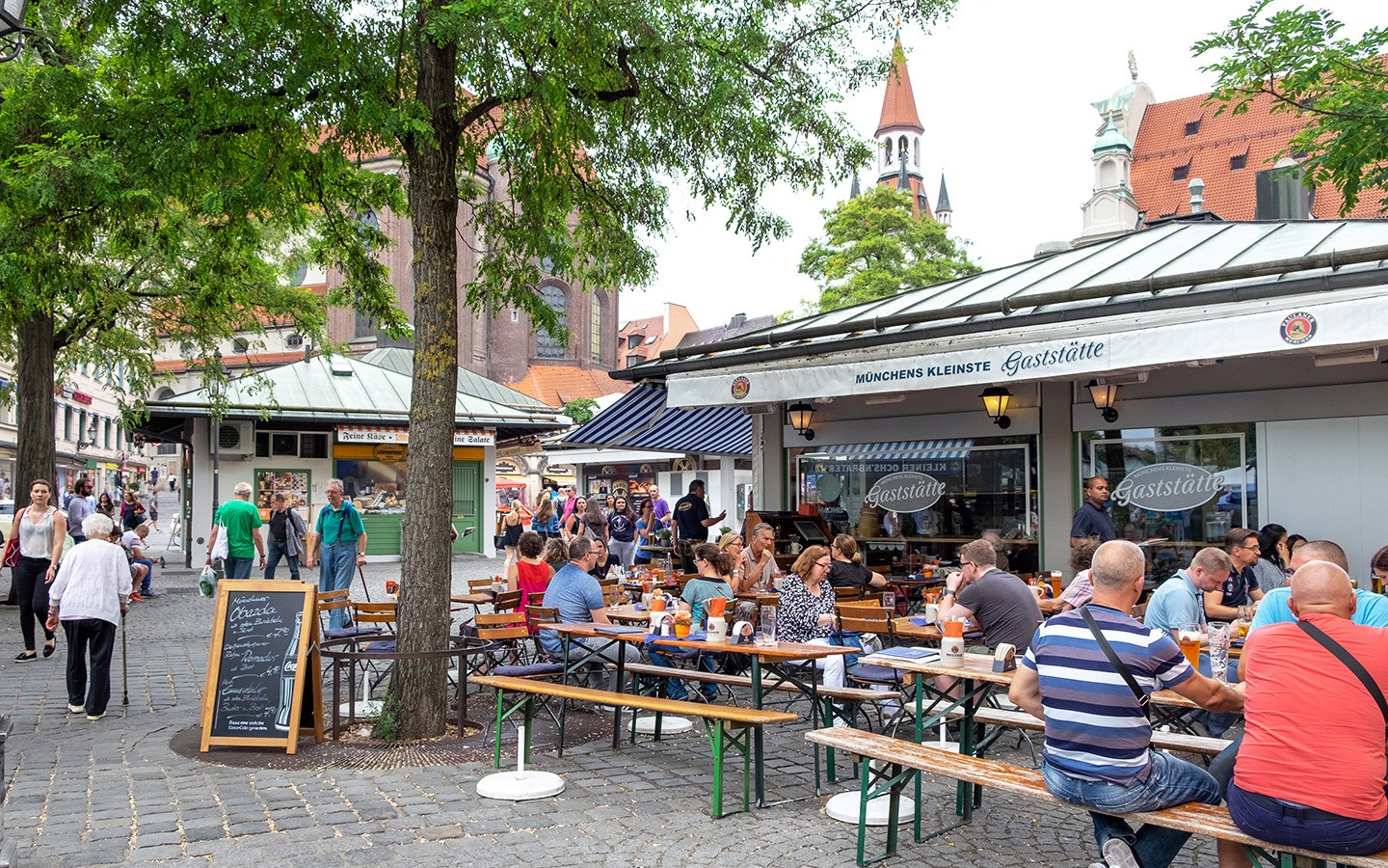 The Viktualienmarkt food market in Munich
