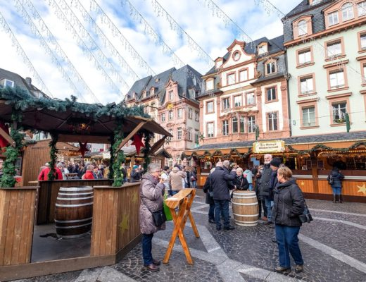 A Christmas market river cruise on the Rhine