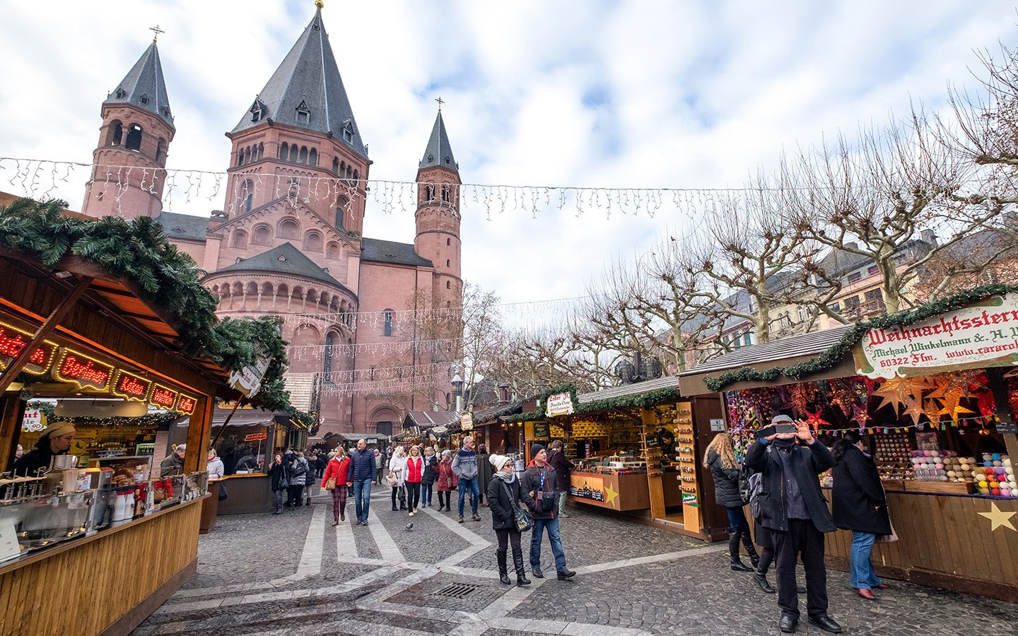 Mainz cathedral and Christmas market