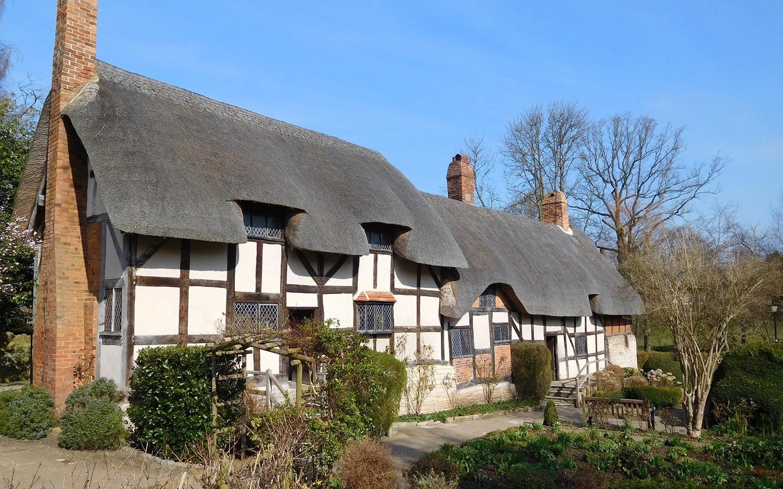 Anne Hathaway's Cottage in Stratford-upon-Avon, England