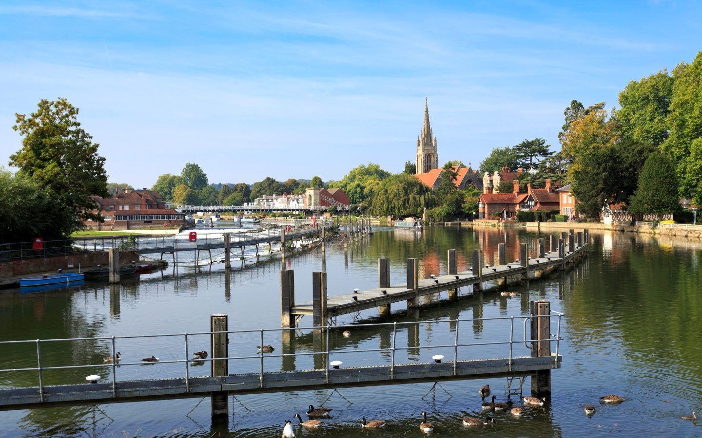 A walking holiday to Marlow along the River Thames [photo credit Canva]