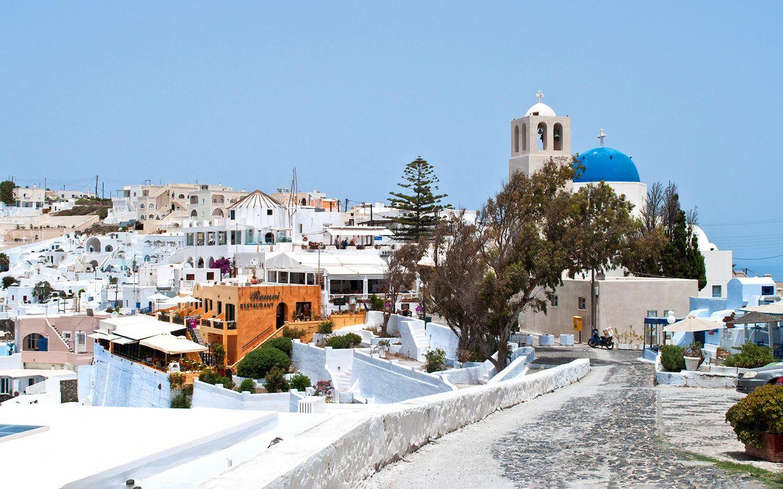 Walking path through Imerovigli in Santorini